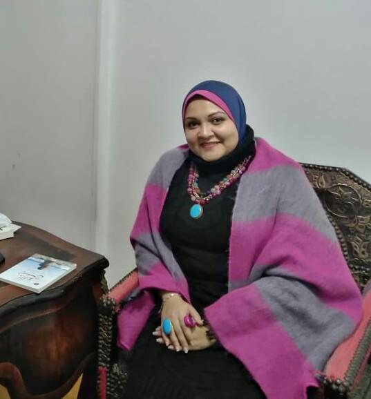 الكاتبة رانيا حمدي