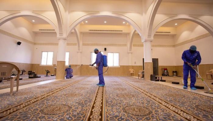 أعمال تعقيم مسجد في السعودية (أرشيفية)