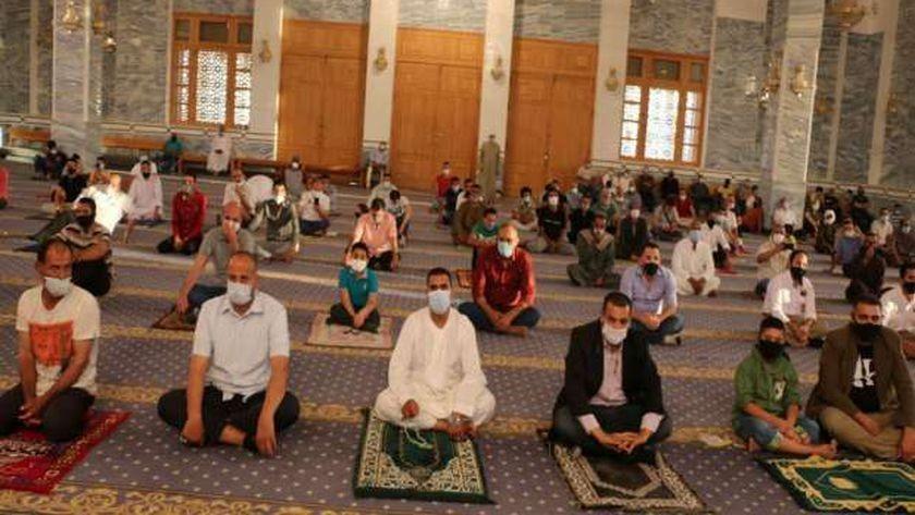 التباعد أثناء الصلاة في المسجد