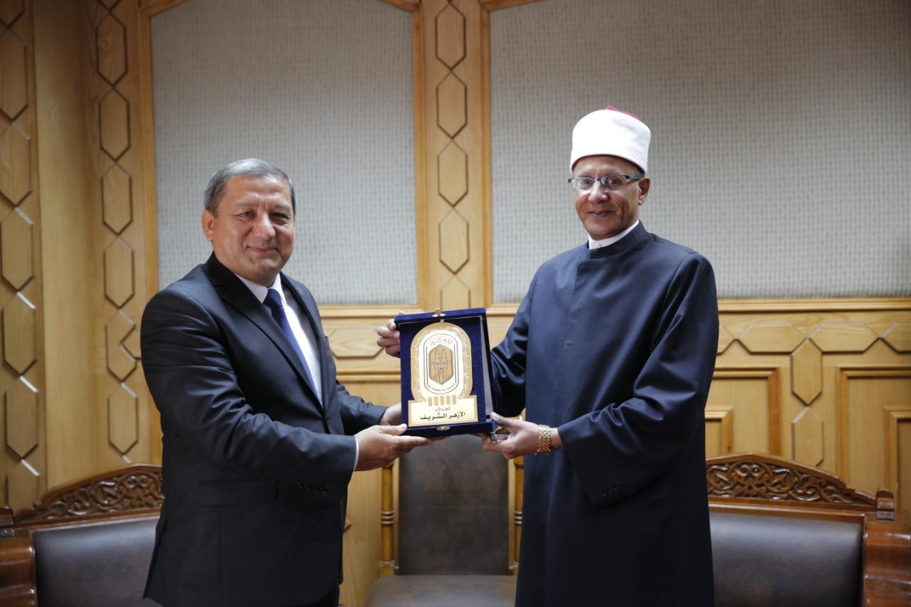 وكيل الأزهر مع نائب رئيس لجنة الشئون الدينية بأوزبكستان