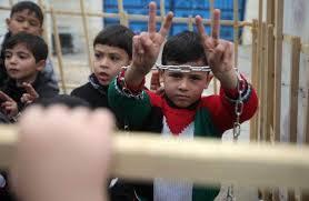 أطفال فلسطين يتضامنون مع زملائهم
