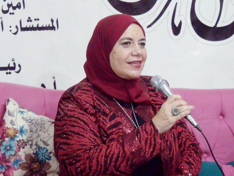 الكاتبة عز عز الدين