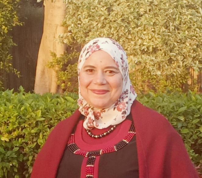 الكاتبة عزة عز الدين