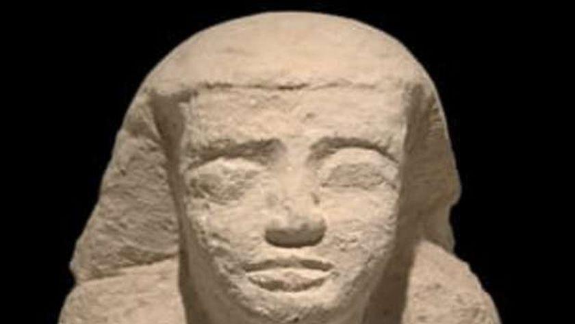 تمثال فاقد الأرجل للكاهن «ني كاو بتاح»