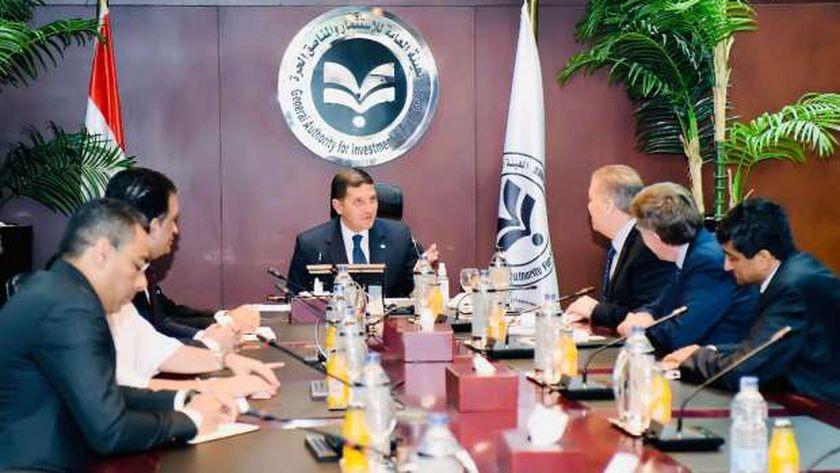 جانب من لقاء الرئيس التنفيذي للهيئة العامة للاستثمار والمناطق الحرة مع الرئيس التنفيذي لشركة كيمين الأمريكية