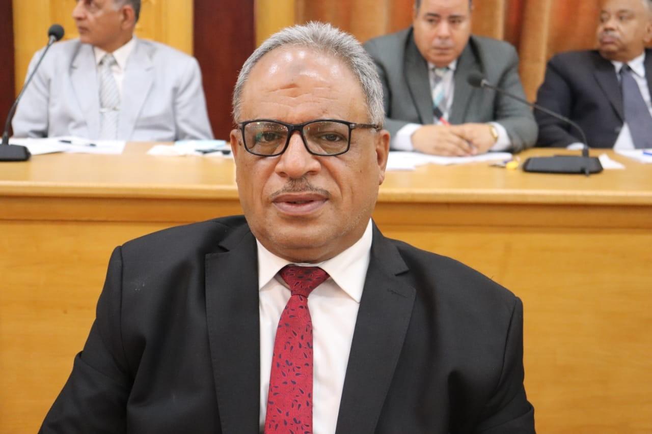 الدكتور عبده إبراهيم