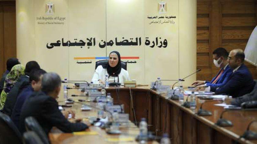 اجتماع  وزيرة التضامن الاجتماعي مع وفد من المفوضية القومية لحقوق الإنسان بدولة السودان